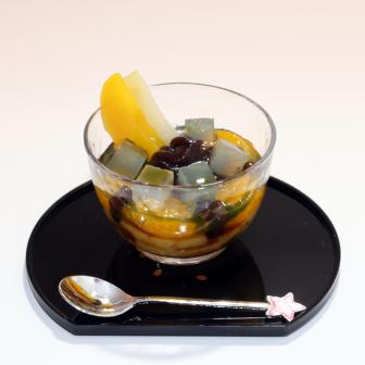 手軽にアレンジ【抹茶あんみつ】 さっとかければ抹茶タップリのデザート