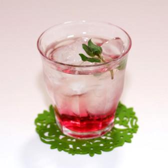 ほんのりピンク【赤しそ日本酒ロック】 日本酒に氷とちょい足し赤しそ